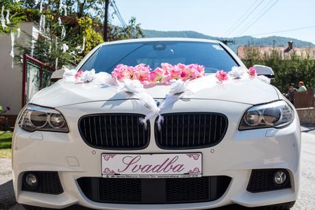 Výzdoba na svadobne auto,
