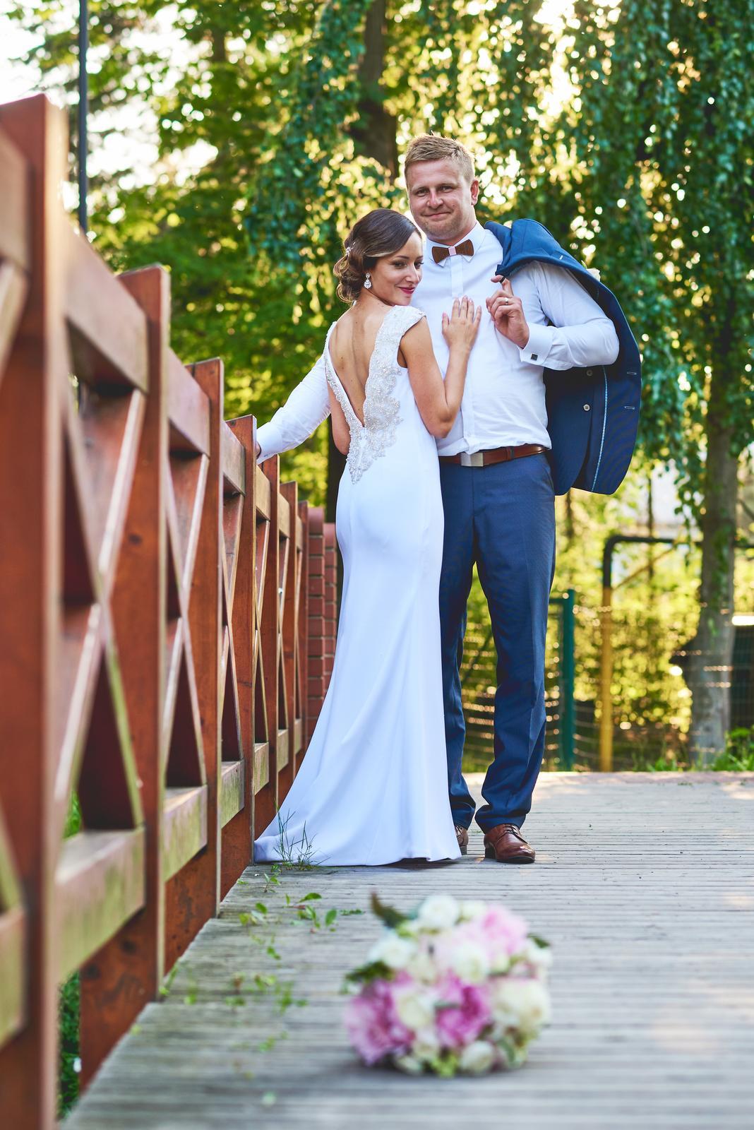 Svatební šaty se zdobeným výstřihem na zádech 5ac53093aec