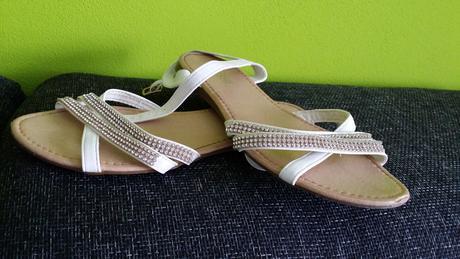 Sandale s kamienkami okolo clenku, 41