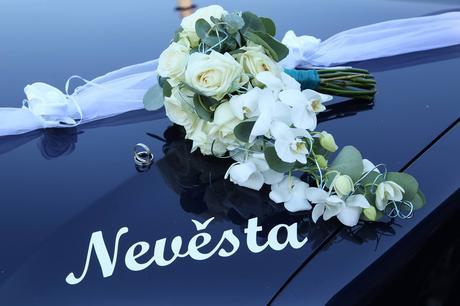 """Nálepka na auto """"tým nevěsty"""","""