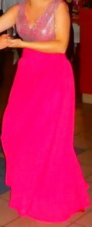 Cyklamenové šaty s trblietavým vrchom, 38
