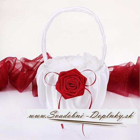 Saténový košíček s červenou ružou,