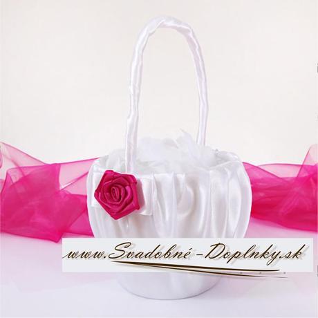 Saténový košíček s cyklámenovou ružou,