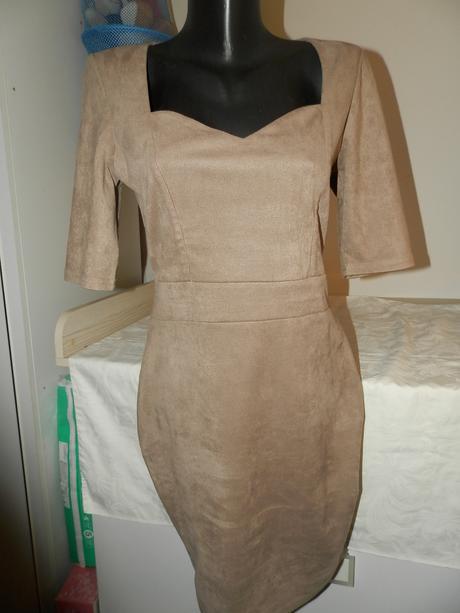 Elastické kvalitné šaty Amisu M-L, L