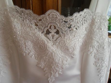 Originální šaty pro vysoké nevěsty, 38