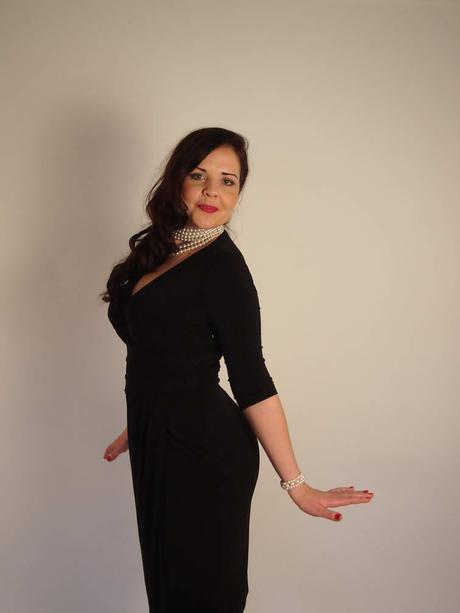 Černé společenské šaty, 40