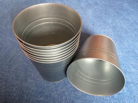 Okrasný kovový kbelík na květiny - stříbrný,