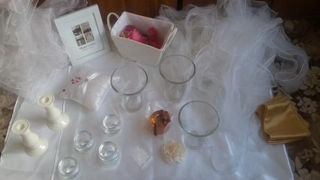 bílá výzdoba na svatbu,