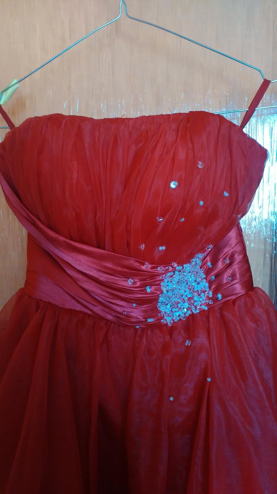 58b49c9698f0 Krátke červené spoločenské šaty