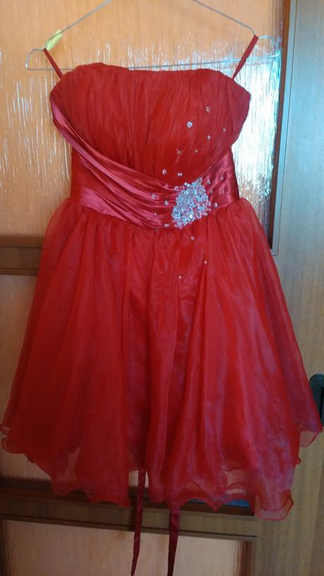 Krátke červené spoločenské šaty , 36