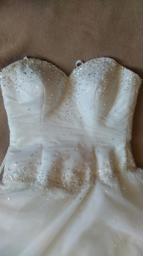 Svadobné šaty s vleckou, 38