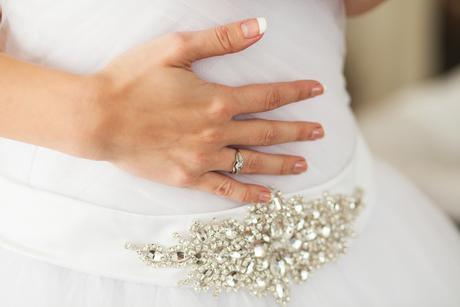 Tylové svadobné šaty s kamienkovým opaskom, 36