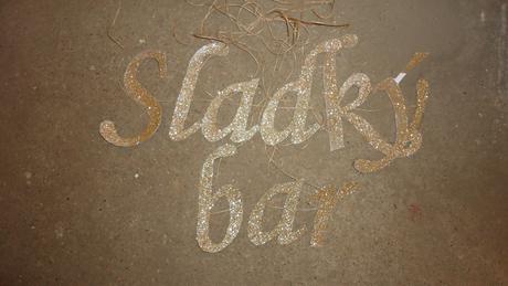 Sladký bar - nápis,