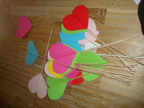 Papierové srdcia na paličke,