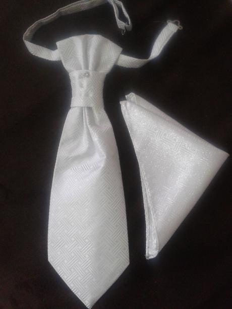 Bielo-strieborná kravata.,