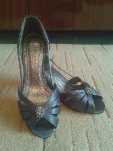 Nenosené sandálky, 37