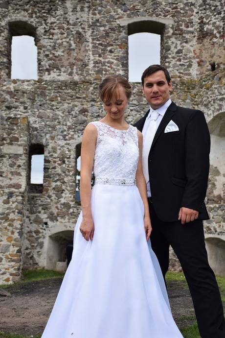 Jednoduché svadobné šaty, 34