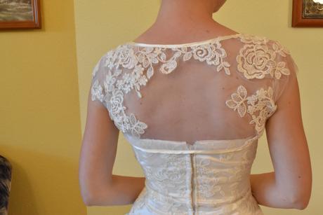 Cipkovane svadobne saty s bolerkom a kruhom, 36
