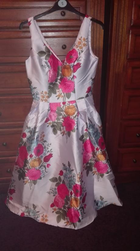Šaty v midi délce s barevným kvítím , 36