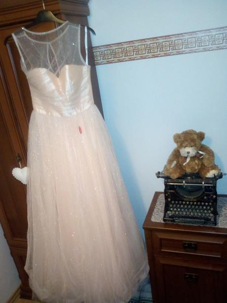 Třpytivé plesové šaty , 34