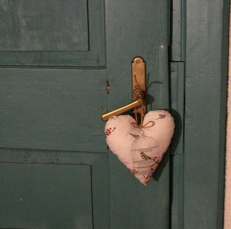Srdce veliké na dveře, do okna, na stůl,