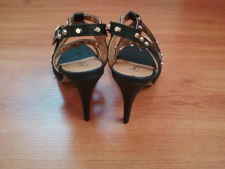 Vybijane sandále, 39