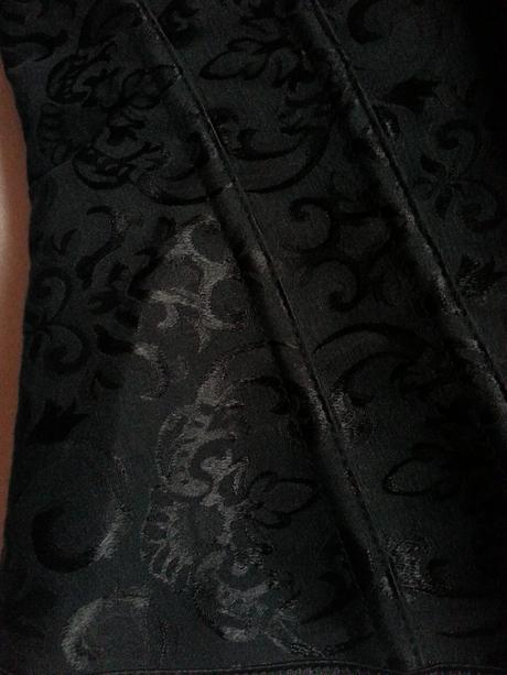 Čierny pevný korzet so šnurovačkou, S