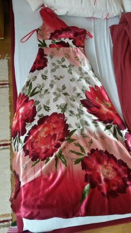 Kvetinové šaty, 36