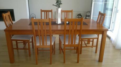 3288eba52bc3 Predám jedálenský stôl a stoličky