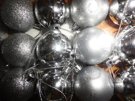 Vianočne gule strieborne,