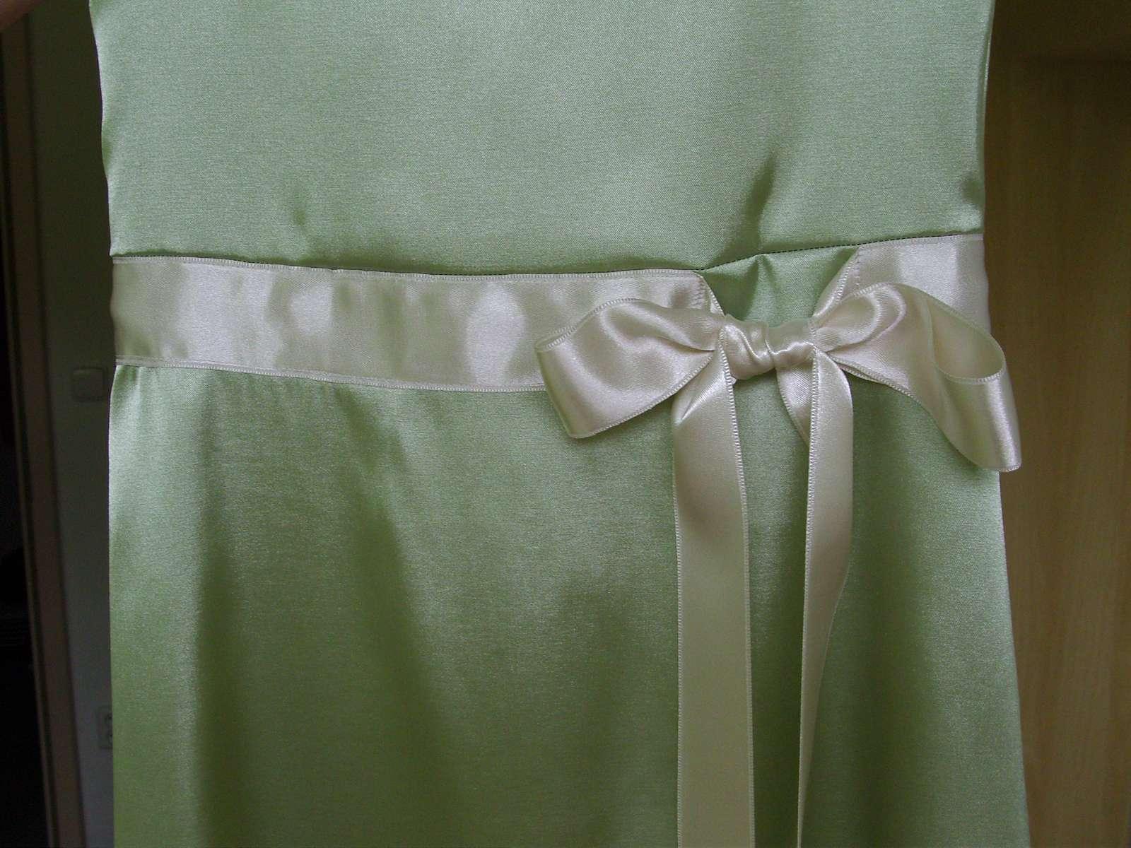 a1b425a6c6f dvoje šaty pro družičky (6-10 let)