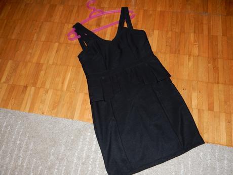 Čierne elasticke šaty, 40
