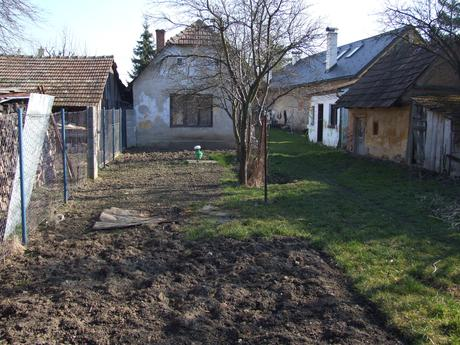 Trenčín Zlatovce - Chalupa + záhrada na predaj,