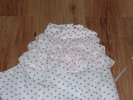 bílé šaty s fiží a puntíky, 40