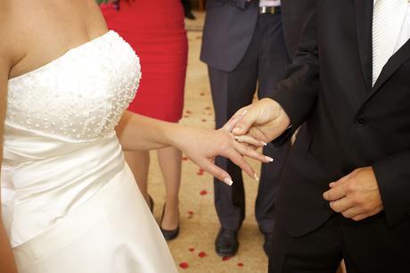 Elegantní ivory svatební šaty vyšívané perličkami, 38