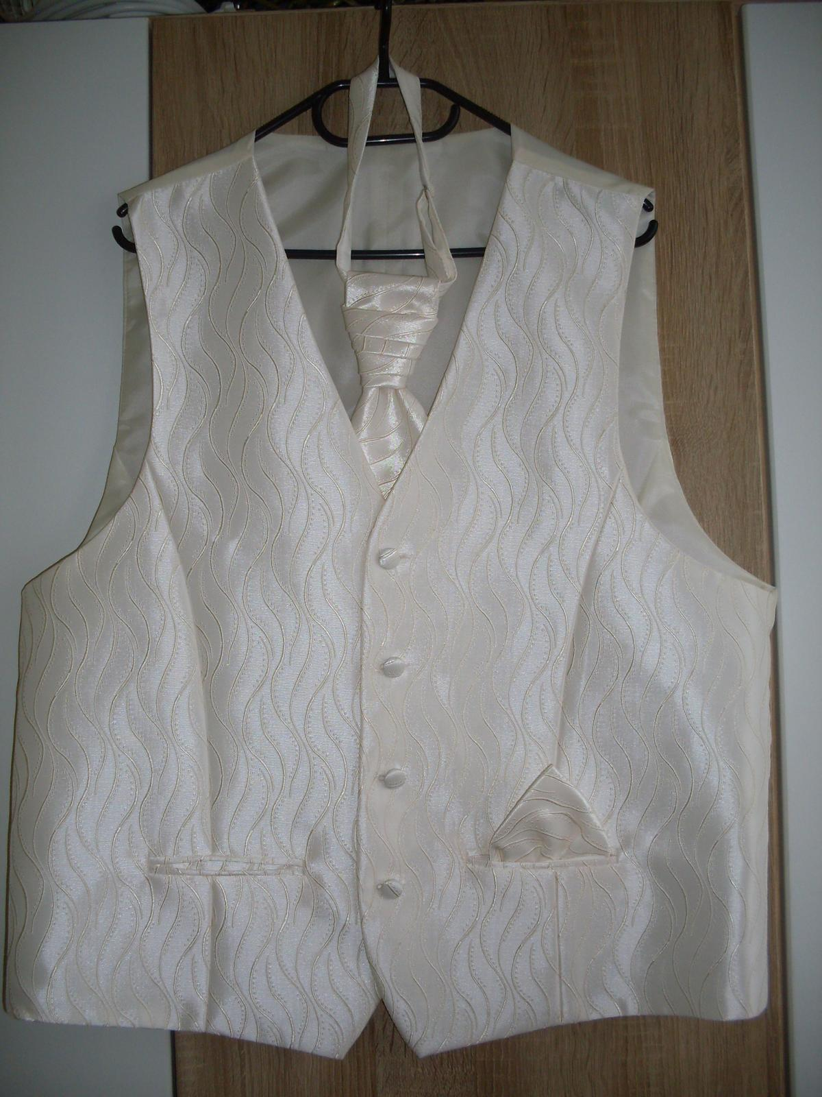 cfc3f0bd56f5 Svadobná vesta s kravatou a vreckovkou