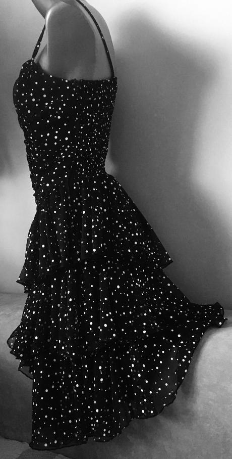bodkované volánové šaty, M