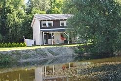 dom pri jazere blizko bratislavy,