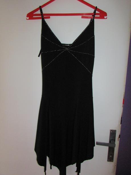 černé plesové šaty, M