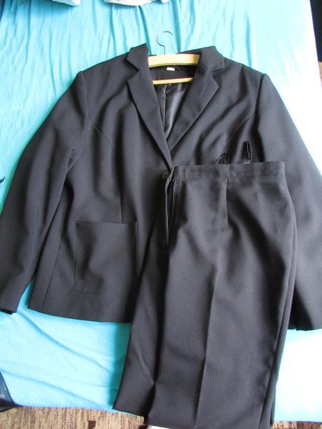 kalhotový kostým, 46