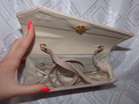 Béžová kabelka, lakovaná. ,
