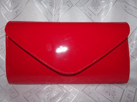 Červená kabelka lakovaná,