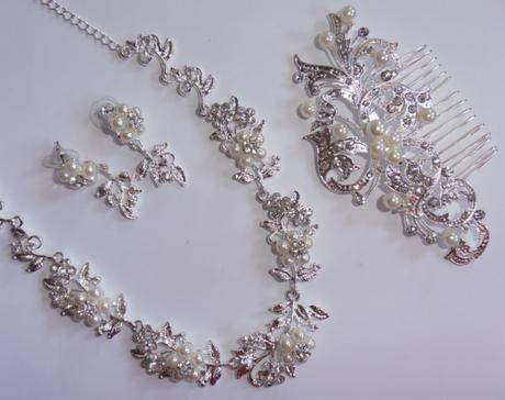 Náušnice, náhrdelník, hrebienok,