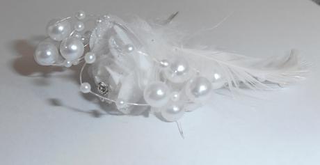 ružička s perlami a pierkom,