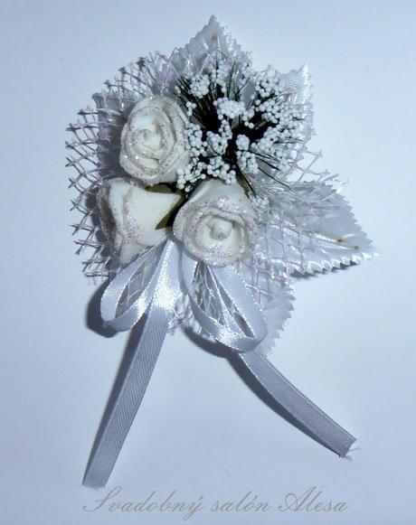 Veľke biele pierko z 3 ružičiek,