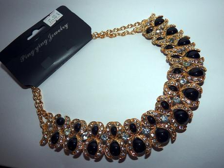 zlato-čierny náhrdelník,