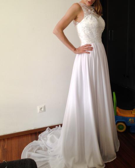 Svadobné šaty s hladkou sukňou a vlečkou, 36