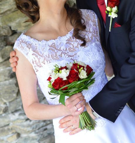 Ručně šité krajkové svatební šaty, 38