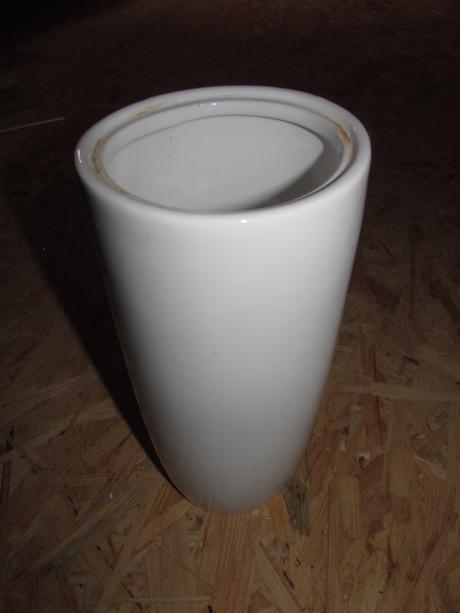 bílá váza,