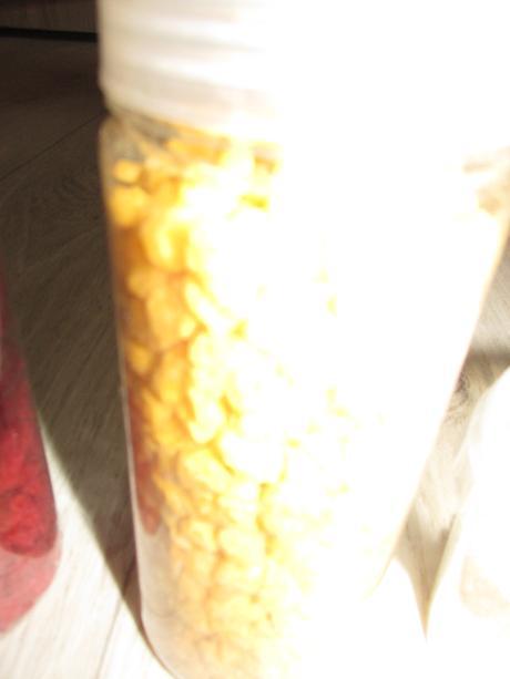 žluté kamínky,